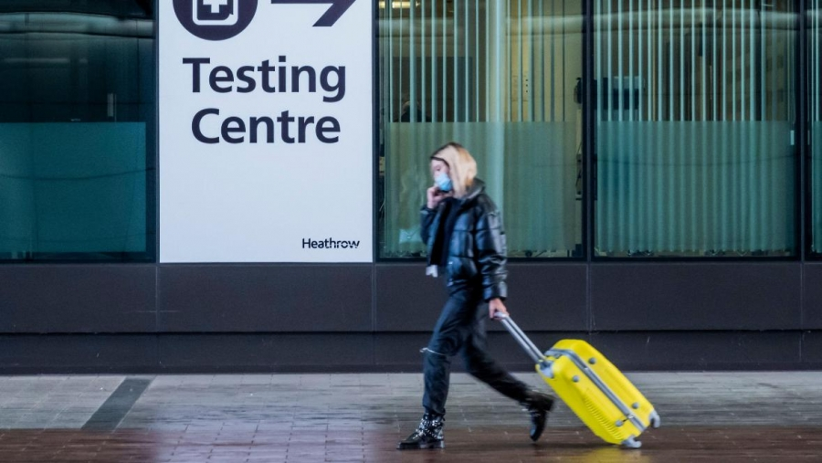 Πόσο ακριβαίνουν τα ταξίδια των Βρετανών σε Ελλάδα λόγω των τεστ