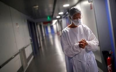 Γαλλία: Ισχυρή σύσταση για ταυτόχρονο εμβολιασμό κατά της Covid-19 και της εποχικής γρίπης