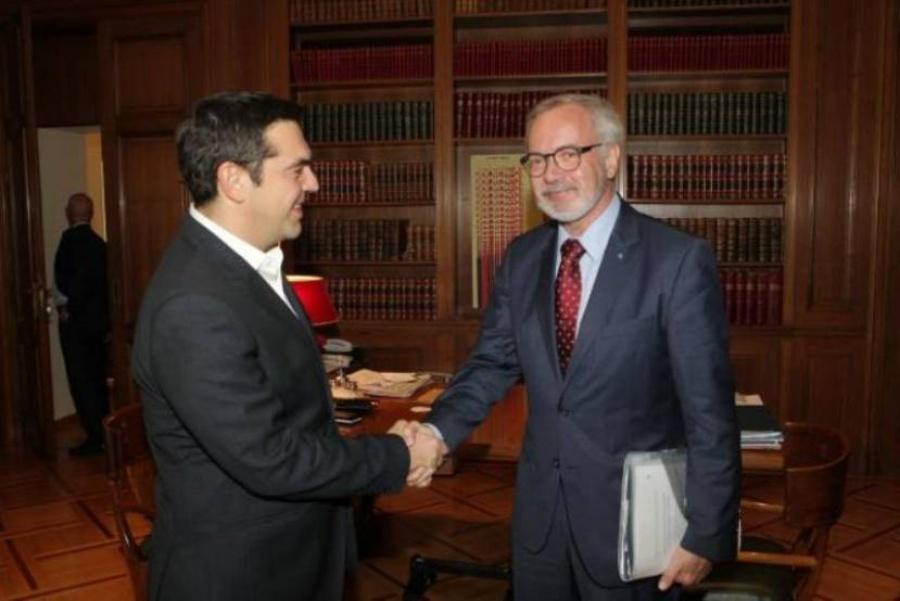 Για επενδύσεις και κλιματική αλλαγή συζήτησαν Τσίπρας - Hoyer (ETEπ)