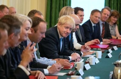 Βρετανία: Ο Johnson αντιμέτωπος με ένα χρέος 3 τρισεκ. στερλινών και σκληρές εσωκοματικές διαμάχες