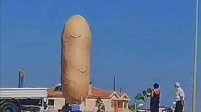 Κύπρος: Το γιγαντιαίο ομοίωμα πατάτας που προκάλεσε αντιδράσεις - Τι λέει ο κοινοτάρχης για τον συμβολισμό