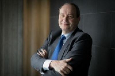 Vijlbrief (EWG): Αυτοκαταστροφικό να αναβληθεί η περικοπή σε συντάξεις - αφορολόγητο
