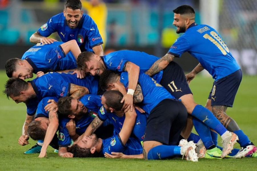 Ιταλία – Ελβετία 3-0: Ιμόμπιλε… το κυνηγούσε και το έβαλε! (video)