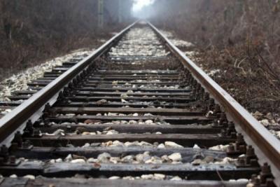 Σύγκρουση τρένου με αυτοκίνητο στην Κωσταντινουπόλεως – Στο νοσοκομείο ο οδηγός του οχήματος