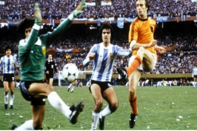 Life is a game of inches: Το σουτ του Ρόμπι που παραλίγο να έκανε την Ολλανδία παγκόσμια πρωταθλήτρια!