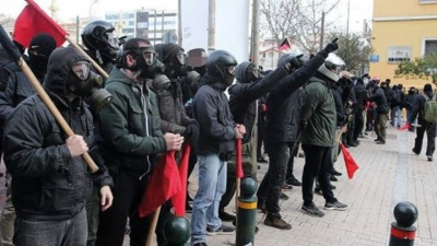 Κυκλοφοριακό χάος στο κέντρο της Αθήνας από την πορεία αντιεξουσιαστών - Αντιδρούν στην παρουσία της αστυνομίας στα Εξάρχεια