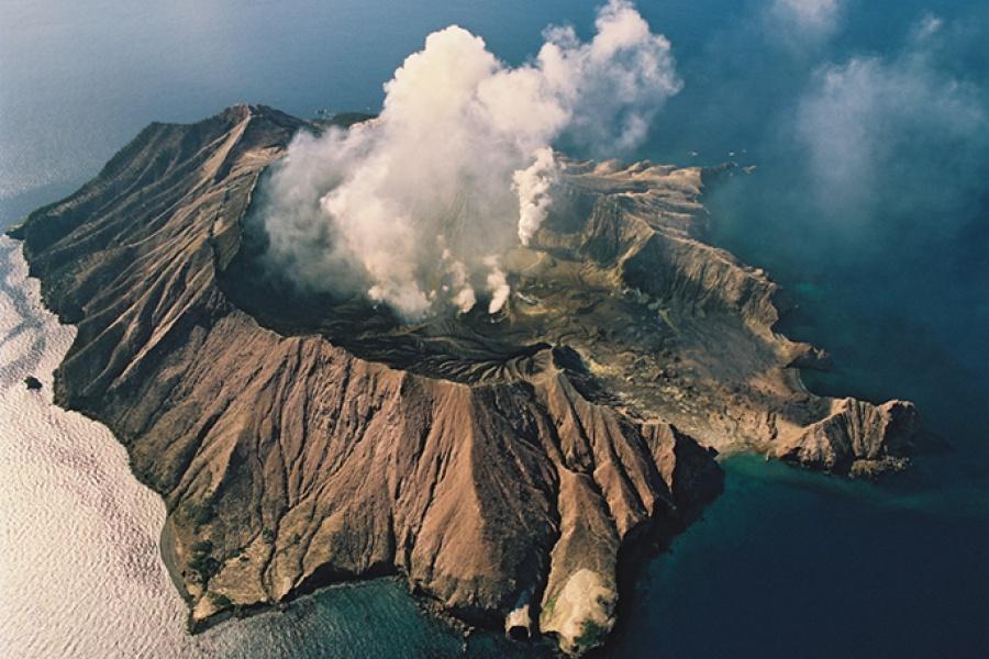 Νέα Ζηλανδία: Τουλάχιστον 5 νεκροί από έκρηξη ηφαιστείου - Δεν αναμένεται να βρεθούν επιζώντες