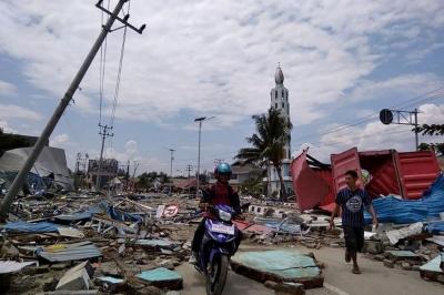 Ινδονησία: Τους 1.203 έφτασαν τα θύματα της εθνικής τραγωδίας από το σεισμό των 7,7 ρίχτερ και το τσουνάμι
