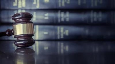 Στην φυλακή δύο αδέρφια για υβριστικά σχόλια εναντίον εισαγγελέα στο διαδίκτυο - Η ποινή δεν ανεστάλη