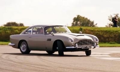 Η Aston Martin DB5 του James Bond κάνει drift στην πίστα