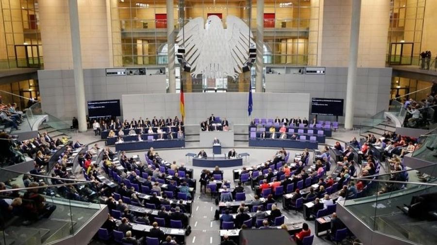 Γερμανία: Η Bundestag ενέκρινε το «φρένο» για τη λήψη έκτακτων περιοριστικών μέτρων