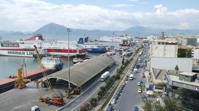 Φωτιά σε ελλιμενισμένο πλοίο στο νέο λιμάνι της Πάτρας