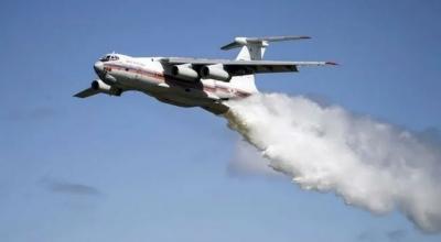 Ο ρωσικός «γίγαντας» Ilyushin «βομβαρδίζει» με νερό την Αρκαδία