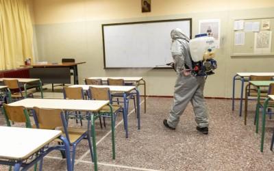 Το αλαλούμ για τα σχολεία - Κικίλιας, Γεραπετρίτης, Πελώνη «βλέπουν» νέα μέτρα και αναβολή, ενώ Κεραμέως ανακοινώνει άνοιγμα στις 11/1