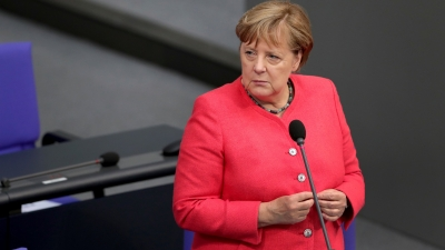 Όταν η Angela Merkel ξέχασε να φορέσει τη μάσκα της