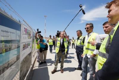 Επίσκεψη Μητσοτάκη στον αερολιμένα Σαντορίνης - Διαπίστωσε την πρόοδο των εργασιών για την αναβάθμιση του αεροδρομίου