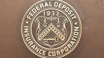 ΗΠΑ: Πτώση 36,5% στα έσοδα των αμερικανικών τραπεζών το 2020, στα 147,9 δισ. δολ.