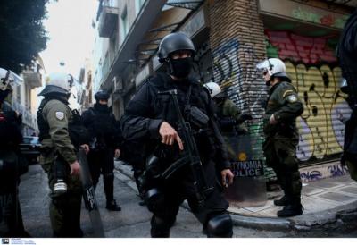 Στον εισαγγελέα οδηγήθηκαν οι 4 συλληφθέντες για  τα επεισόδια στα Εξάρχεια - Βαριές οι κατηγορίες