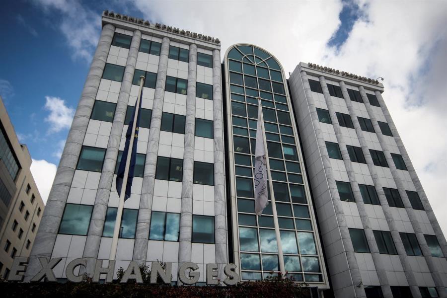 ΧΑ: Μεταβλητότητα γύρω από τις 900 μονάδες περιμένουν οι αναλυτές – Οι τράπεζες και πάλι στο επίκεντρο
