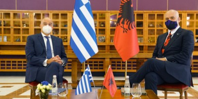 Στη Χάγη Ελλάδα και Αλβανία για την οριοθέτηση θαλάσσιων ζωνών - Η συνάντηση Δένδια με Rama - Προσπάθεια για... φρένο στον Erdogan