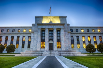 Fed: Αμετάβλητο στο 2%-2,25% το εύρος επιτοκίων - Ισορροπημένοι κίνδυνοι για την οικονομία των ΗΠΑ