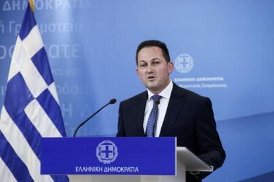 Πέτσας για επίθεση στο γραφείο Μηταράκη: Η κυβέρνηση δεν πτοείται από τέτοιες επιθέσεις
