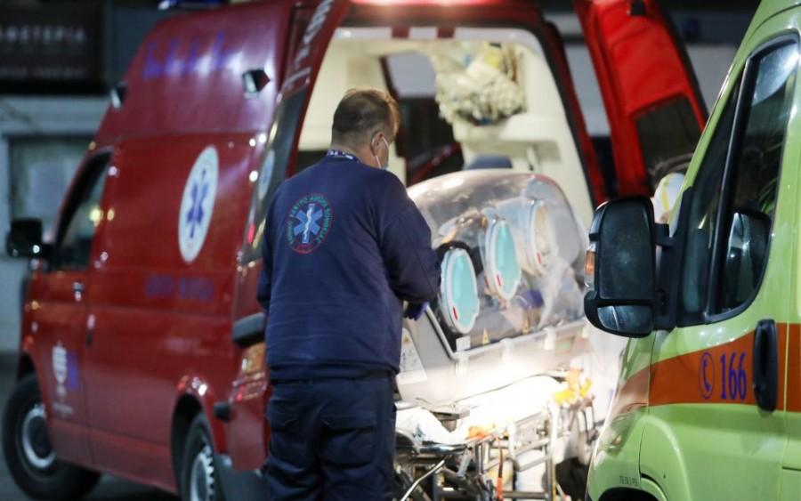 Ασφυκτική πίεση στα νοσοκομεία της Β. Ελλάδας - Άρχισαν οι αεροδιακομιδές ασθενών στην Αθήνα