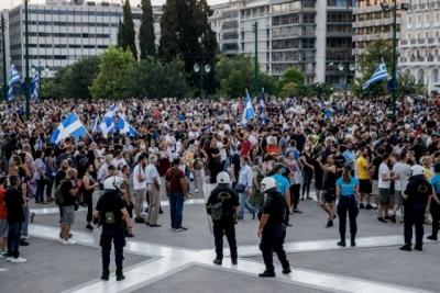 Πορείες νέο - αγανακτισμένων κατά της κυβέρνησης - Οι... δημοκρατίες συγκρούονται