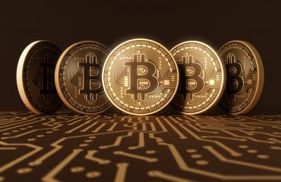 Κάτω από τα 7.000 δολάρια το Bitcoin – Σε ελεύθερη πτώση και στα 400 δολάρια το Ethereum