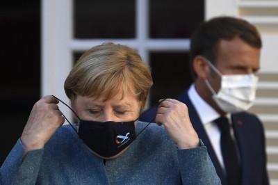 Politico: Ξεχάστε το Λονδίνο, ο αγώνας περί Brexit αφορά το Παρίσι και το Βερολίνο