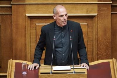 Έντονη ενόχληση Βαρουφάκη για την απόφαση Μητσοτάκη να μην απαντήσει σε ερώτησή του στη Βουλή