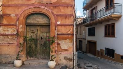 Χωριό της Σικελίας θα δημοπρατήσει 20 σπίτια με μόλις 2 ευρώ το καθένα