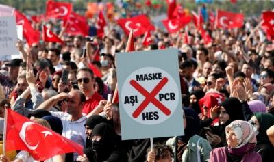 Χιλιάδες διαδηλωτές στην Τουρκία ενάντια στα πιστοποιητικά εμβολίων για τον covid 19