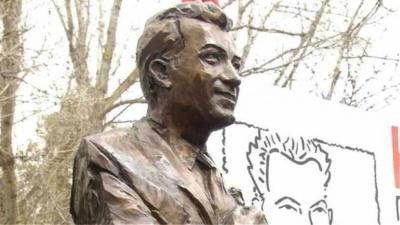 Πολωνία: Αφαιρέθηκε το μνημείο του Μπελογιάννη στο Βρότσλαβ – Η αντίδραση του ΚΚΕ