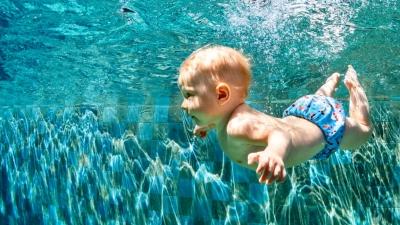 Κολύμπι για μωρά: Το baby swimming είναι καλή ή κακή ιδέα;
