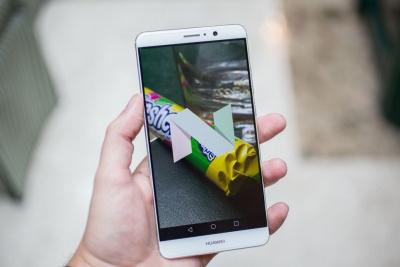 ΗΠΑ: Οι κινεζικές εταιρείες κινητής τηλεφωνίας κοντράρουν την Apple στην… έδρα της