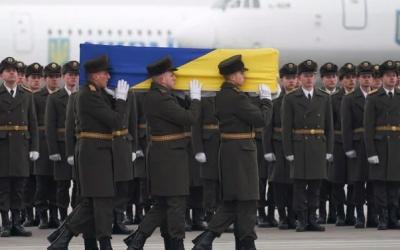 Ουκρανία: Στο Κίεβο οι σοροί των 11 Ουκρανών που έχασαν τη ζωή τους στη συντριβή του Boeing