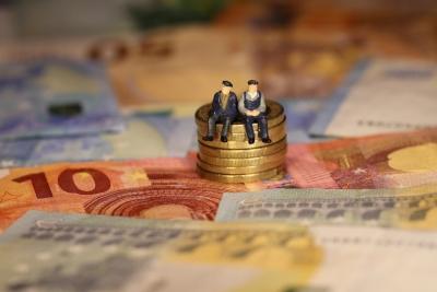 Του «κουτρούλη ο γάμος» με τα αναδρομικά των συνταξιούχων - Από 748.000 πληρώθηκαν ψίχουλα μόλις 133.000 δικαιούχοι