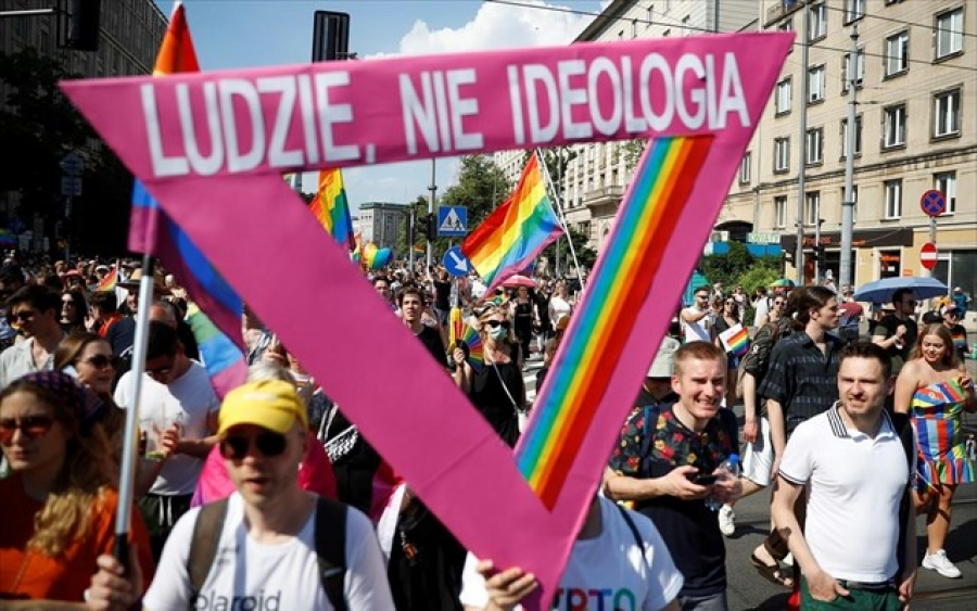 «Το ουράνιο τόξο δεν πειράζει κανέναν», ήταν το σύνθημα στην πορεία της Ισότητας στην Πολωνία