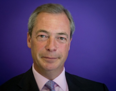 Farage για συμφωνία May – Juncker: Δεν πρόκειται για Brexit – Περνάμε στο επόμενο στάδιο της ταπείνωσης