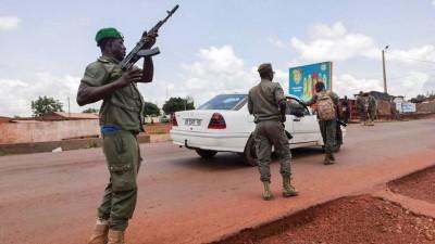 Στο χάος το Μάλι, «συστήθηκε» ο επικεφαλής του πραξικοήματος - Παραιτήθηκε ο πρόεδρος, οι στασιαστές υπόσχονται εκλογές
