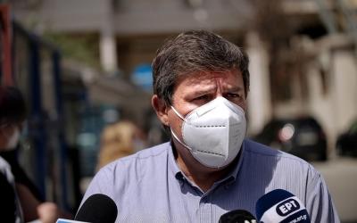 Ξανθός: Η κυβέρνηση επιμένει στην λογική της ατομικής ευθύνης και των «προνομίων» για τους εμβολιασμένους