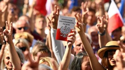 Πολωνία: Έχασε την ασυλία του δικαστής που άσκησε κριτική στην κυβέρνηση για το καθεστώς του κράτους δικαίου