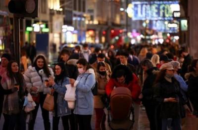 Κορωνοϊός: Κοσμοσυρροή στους δρόμους σε Λονδίνο και Γερμανία πριν το νέο lockdown