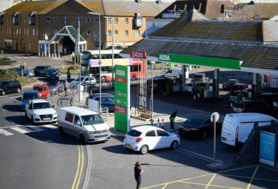 Βρετανία: Ανεστάλησαν οι νόμοι περί ανταγωνισμού για να αντιμετωπιστούν οι ελλείψεις βενζίνης