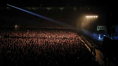 Το πείραμα της Βαρκελώνης με τα 5.000 άτομα σε συναυλία - Χωρίς αποστάσεις αλλά με μάσκες