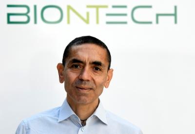 Sahin (BioNTech): Μετά την άνοιξη του 2022 η επιστροφή στην κανονικότητα