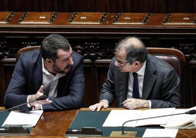 O Salvini προειδοποιεί τον Tria - H θέση του στο ΥΠΟΙΚ θα εξαρτηθεί από τις μειώσεις φόρων