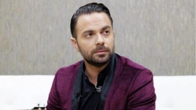 Θύμα απάτης ο τραγουδιστής Ηλ. Βρεττός - Με ένα SMS του απέσπασαν μεγάλο χρηματικό ποσό
