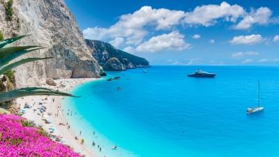 Γαλάζιες Σημαίες 2021: Στη δεύτερη θέση η Ελλάδα – Βραβεύτηκαν 545 ακτές μας